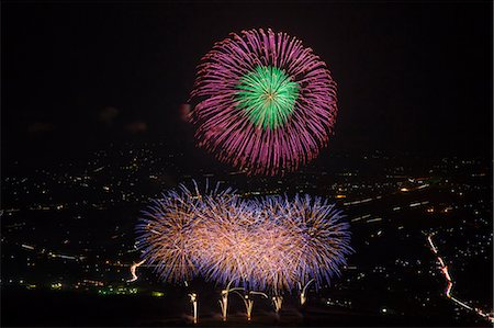 fireworks colored picture - Fireworks Stock Photo - Premium Royalty-Free, Code: 622-07841143