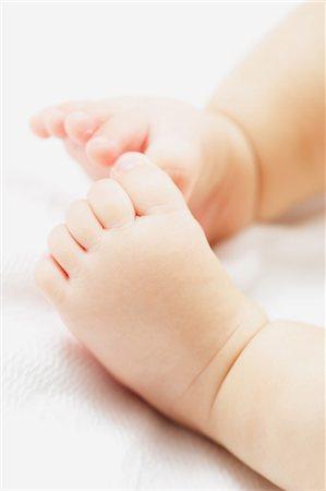 Newborn legs Stock Photo - Premium Royalty-Free, Code: 622-08007301