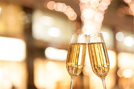 Toasting with champagne Stock Photo - Premium Royalty-Free, Code: 622-08065191