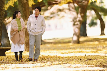 Senior Japanese couple in a city park in Autumn Stock Photo - Premium Royalty-Free, Code: 622-08122787