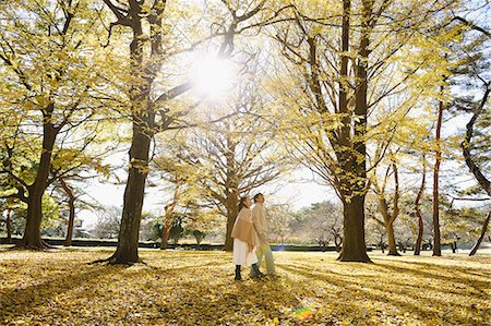 Senior Japanese couple in a city park in Autumn Stock Photo - Premium Royalty-Free, Code: 622-08122789