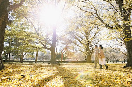 Senior Japanese couple in a city park in Autumn Stock Photo - Premium Royalty-Free, Code: 622-08122792