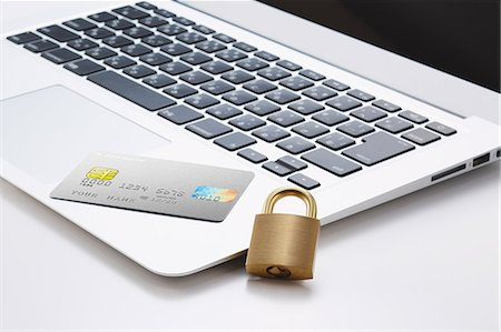 security - Safety lock credit card and laptop Stock Photo - Premium Royalty-Free, Code: 622-08123081