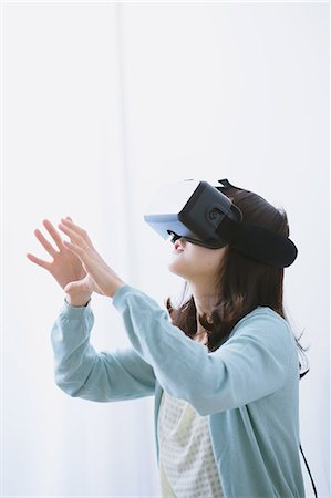 perception - Japanese woman using virtual reality device Stock Photo - Premium Royalty-Free, Code: 622-08519686