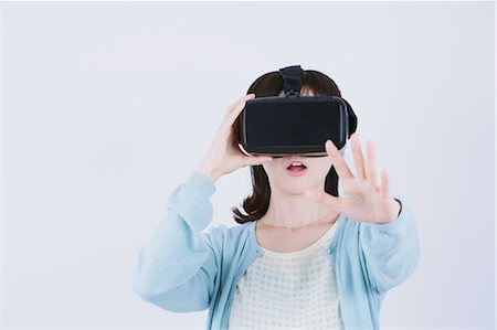 equipment - Japanese woman using virtual reality device Stock Photo - Premium Royalty-Free, Code: 622-08519692