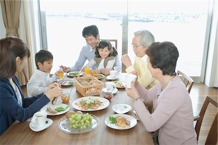 Asian family having breakfast together Stock Photo - Premium Royalty-Free, Code: 622-02759167