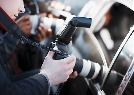 Paparazzi holding camera lens to car window Stock Photo - Premium Royalty-Free, Code: 635-05550062