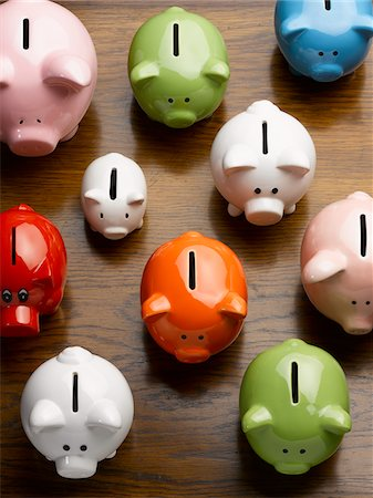 Multi-colored ceramic piggy banks Stock Photo - Premium Royalty-Free, Code: 635-05550296