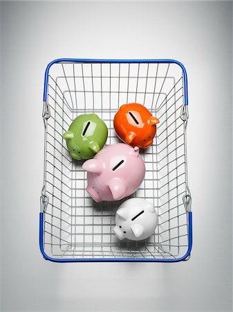 sale - Piggy banks in shopping basket Stock Photo - Premium Royalty-Free, Code: 635-05550304