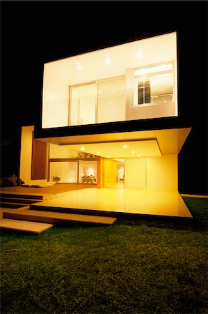 Modern house lit up at night Stock Photo - Premium Royalty-Free, Code: 635-05550390