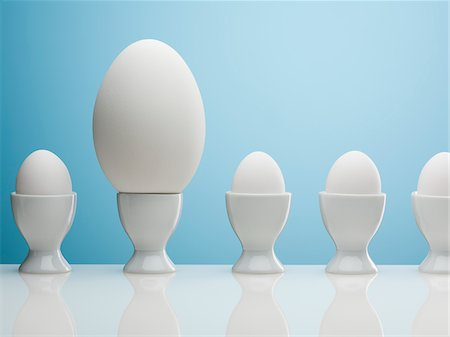 Large egg in egg cup Stock Photo - Premium Royalty-Free, Code: 635-05550670