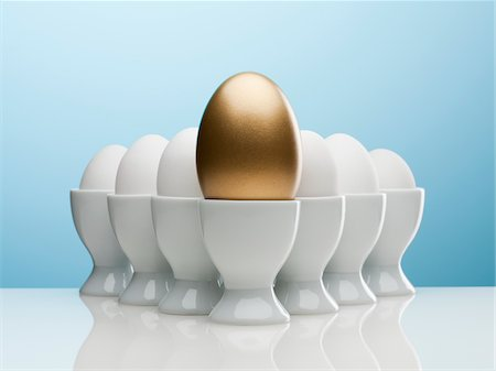 Golden egg in egg cup Stock Photo - Premium Royalty-Free, Code: 635-05550671