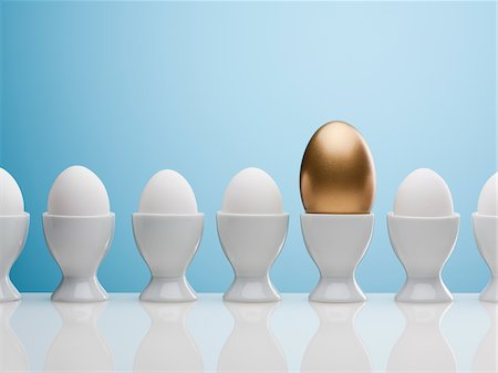 Golden egg in egg cup Stock Photo - Premium Royalty-Free, Code: 635-05550672
