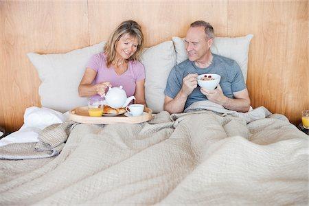 Senior couple eating breakfast in bed Stock Photo - Premium Royalty-Free, Code: 635-05655697