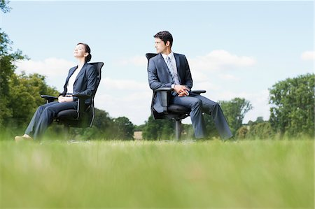 Business people sitting in chairs outdoors Fotografie stock - Premium Royalty-Free, Codice: 635-05651439