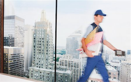 dependable - Deliveryman delivering packages in city Stock Photo - Premium Royalty-Free, Code: 635-05651529