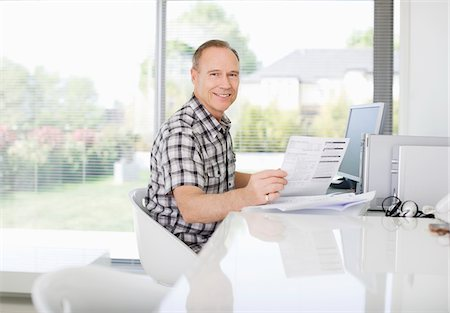 reviewing - Man paying bills on computer Stock Photo - Premium Royalty-Free, Code: 635-05651819