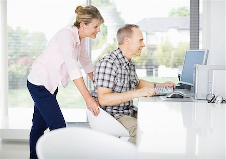 Couple using computer together Stock Photo - Premium Royalty-Free, Code: 635-05651899