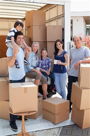 daughter middle-aged mother women young adults - Family taking break near moving van Stock Photo - Premium Royalty-Free, Code: 635-05652108