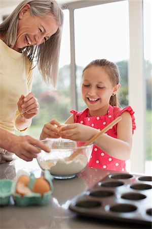 Grandmother and granddaughter baking cupcakes Stock Photo - Premium Royalty-Free, Code: 635-05652194