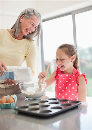 Grandmother and granddaughter baking cupcakes together Stock Photo - Premium Royalty-Free, Code: 635-05652272