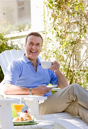 Man drinking coffee in backyard Stock Photo - Premium Royalty-Free, Code: 635-05652337