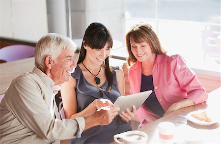 Family using laptop computer in cafe Stock Photo - Premium Royalty-Free, Code: 635-05971716