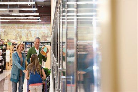 Family shopping in supermarket Stock Photo - Premium Royalty-Free, Code: 635-05972384