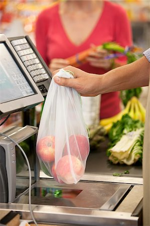 Cashier ringing up groceries in supermarket Stock Photo - Premium Royalty-Free, Code: 635-05972382