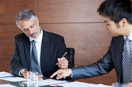 Businessmen signing paperwork Stock Photo - Premium Royalty-Free, Code: 635-06045117
