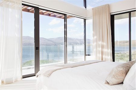 Modern bedroom with view of lake Stock Photo - Premium Royalty-Free, Code: 635-06045386