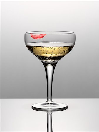 stain (dirty) - Close up of champagne in glass with lipstick stain Stock Photo - Premium Royalty-Free, Code: 635-06045599