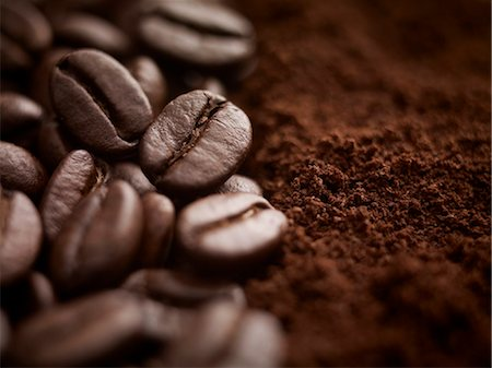 Close up of whole coffee beans and ground coffee Stock Photo - Premium Royalty-Free, Code: 635-06191755