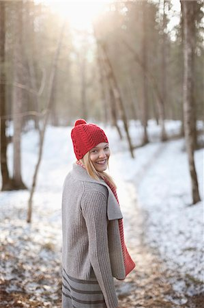Portrait of smiling woman walking in snowy woods Fotografie stock - Premium Royalty-Free, Codice: 635-06192148
