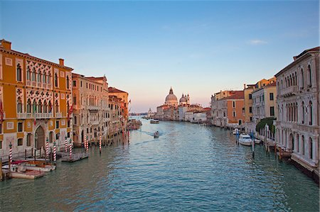 View of canal and buildings in Venice, Italy Stock Photo - Premium Royalty-Free, Code: 635-06192304