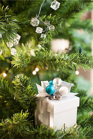 present wrapped close up - Christmas gift and ornaments on tree Stock Photo - Premium Royalty-Free, Code: 635-07364806
