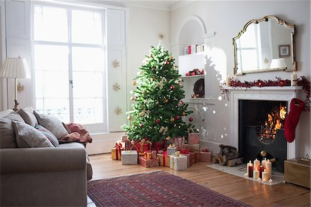 Christmas tree surrounded with gifts Stock Photo - Premium Royalty-Free, Code: 635-07364809