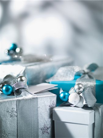present wrapped close up - Christmas gifts with silver ribbon Stock Photo - Premium Royalty-Free, Code: 635-07364824