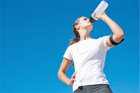 drink (non-alcohol) - Woman runner drinking from water bottle Stock Photo - Premium Royalty-Free, Code: 635-07670930