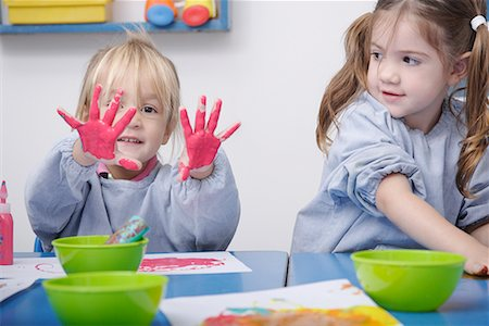 finger painting - Girls finger-painting in classroom Stock Photo - Premium Royalty-Free, Code: 635-02312862