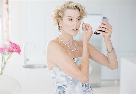 Glamorous woman putting on makeup Stock Photo - Premium Royalty-Free, Code: 635-02800184