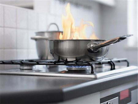 stove - Food burning in pan on stove Stock Photo - Premium Royalty-Free, Code: 635-03015411