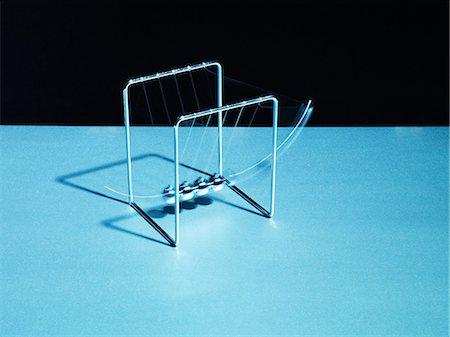 effect - Newton's cradle swinging Stock Photo - Premium Royalty-Free, Code: 635-03372845