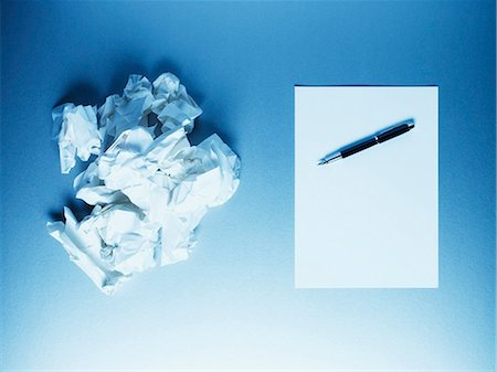 Crumpled paper balls with notepad and fountain pen Stock Photo - Premium Royalty-Free, Code: 635-03372899