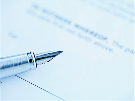 Tip of fountain pen laying on paper Stock Photo - Premium Royalty-Free, Code: 635-03372923