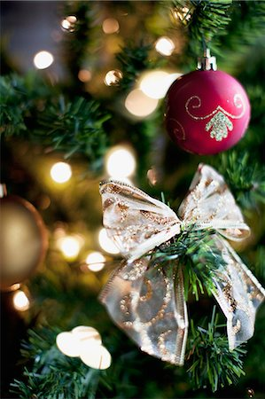 Christmas ornaments and ribbon on tree Stock Photo - Premium Royalty-Free, Code: 635-03372947