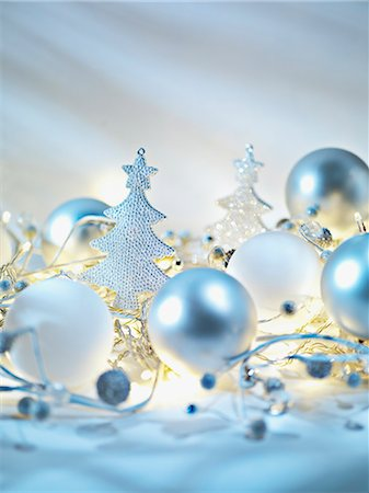 Christmas ornaments and string light Stock Photo - Premium Royalty-Free, Code: 635-03372955