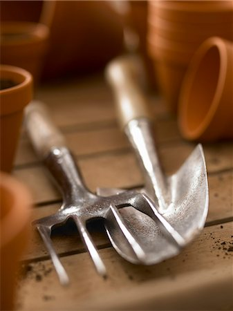 Close up of trowel and trowel fork among flowerpots Stock Photo - Premium Royalty-Free, Code: 635-03441463