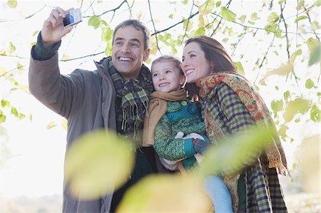 Family taking self-portrait outdoors in autumn Stock Photo - Premium Royalty-Free, Code: 635-03457366