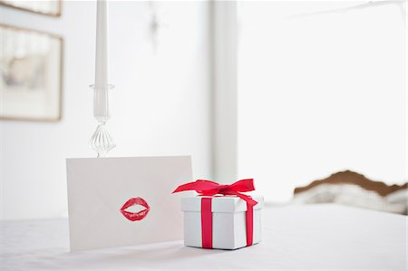 Gift box with ribbon and card with lipstick kiss on desk Stock Photo - Premium Royalty-Free, Code: 635-03577433